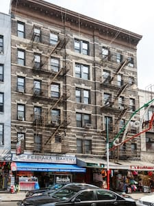 This clean and cozy apartment is located on the ground floor of a charming building in the heart of Little Italy right on Mulberry Street. Close and walking distance to SoHo, Nolita, Chinatown, TriBeCa, Lower East Side, East Village, etc. Only two blocks away from several subway lines.