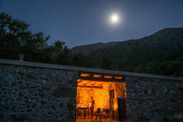 Omalos shepherd's  house. - Σελινιωτικος Γύρος