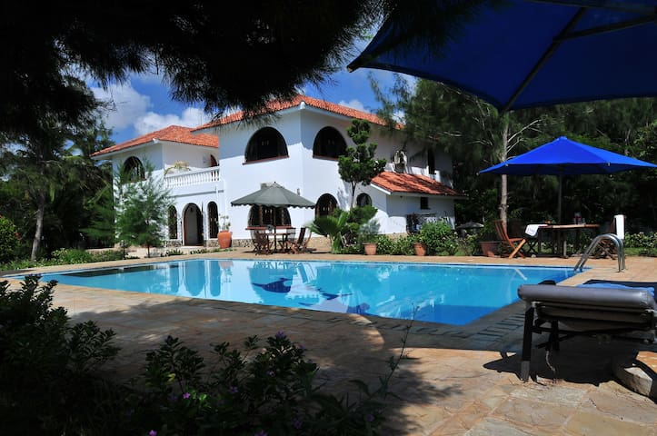 White Cliff Villa/luxury beach life - Mombasa - Villa