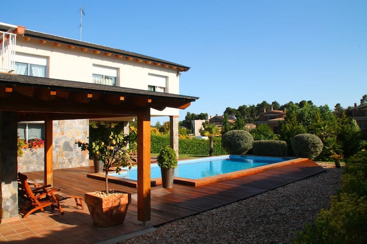 Luxury villa, swimming pool,garden - Castellarnau - วิลล่า
