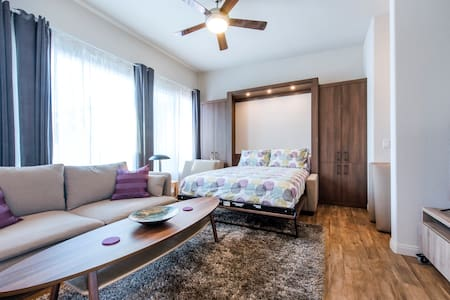Sunny & Chic Studio! w/ A/C & Close to Downtown! - Wohnung