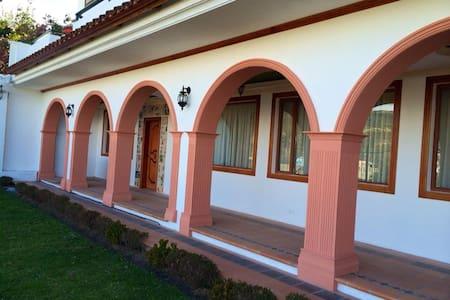 La Casa del Vikingo - Amaguaña - Hus