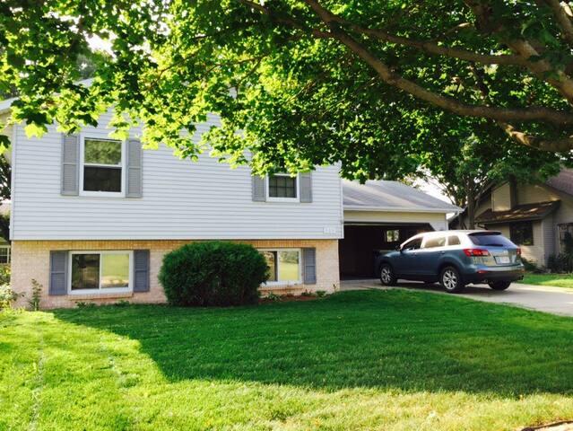 1 Day-Jacuzzi, Deck, Backyard, A/C! - Sun Prairie - 단독주택