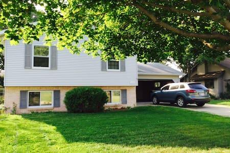 1 Day-Jacuzzi, Deck, Backyard, A/C! - Sun Prairie - Hus