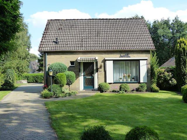 Vrijstaande woning met ruime tuin - Oosterhesselen - House