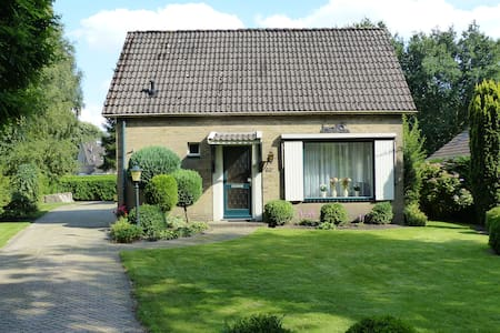 Vrijstaande woning met ruime tuin - Oosterhesselen