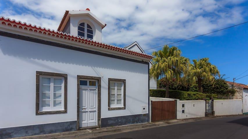 Casa do Vizinho João - Ribeira Das Tainhas - House