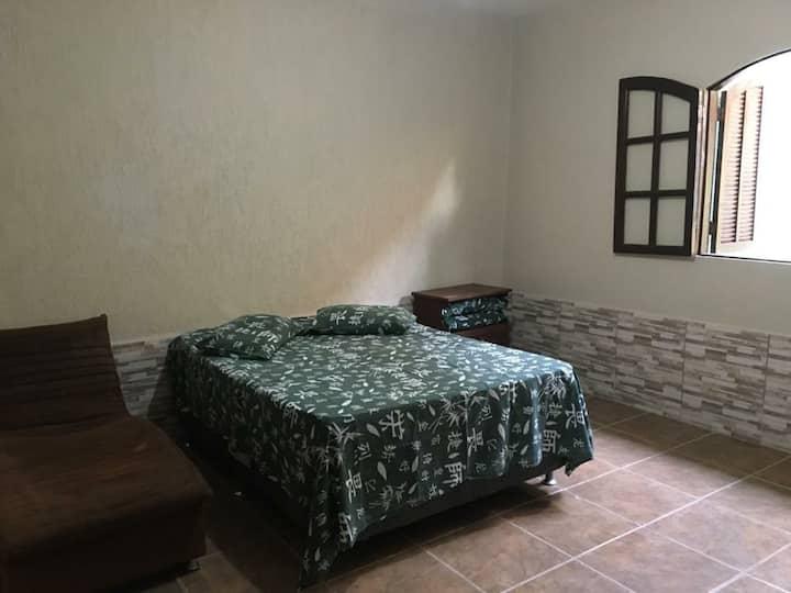 Cabo Frio- Casa: 1 Quarto, sala, quintal...