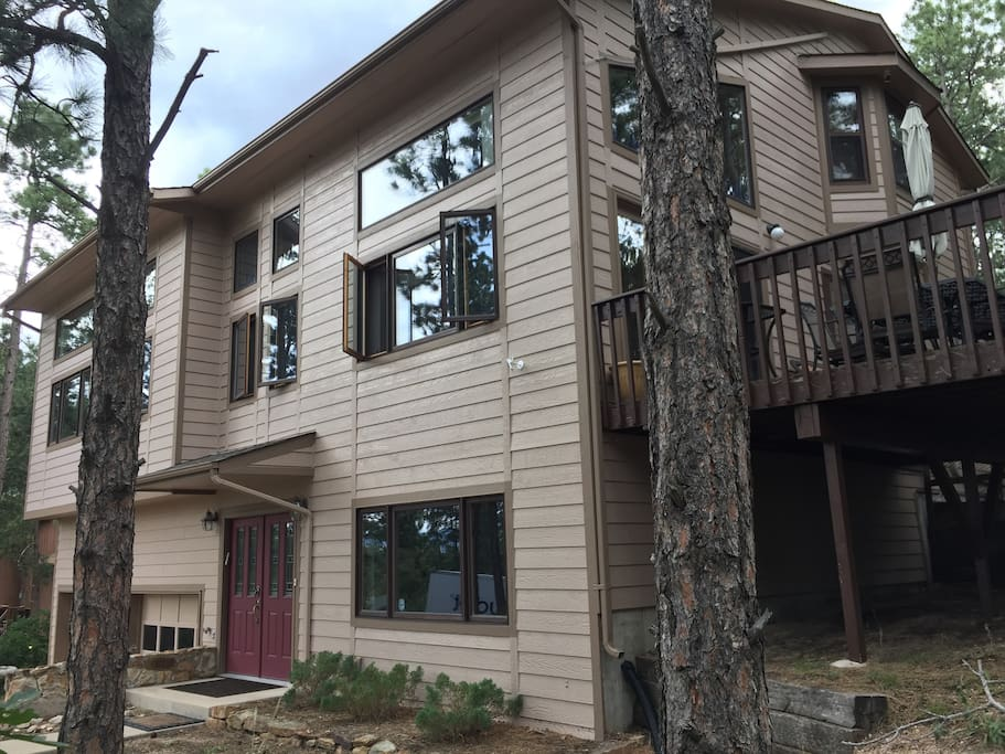 Rustic Mountain Vacation Home in the Trees! 4 Miles from Air Force Academy!