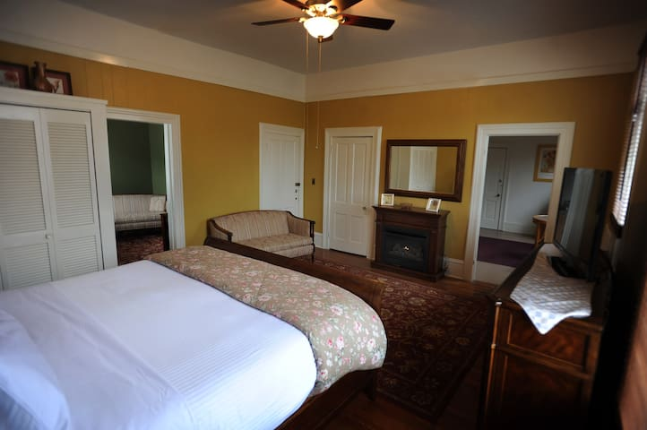 2 room appt with kitchen & balcony - Hot Springs - Leilighet