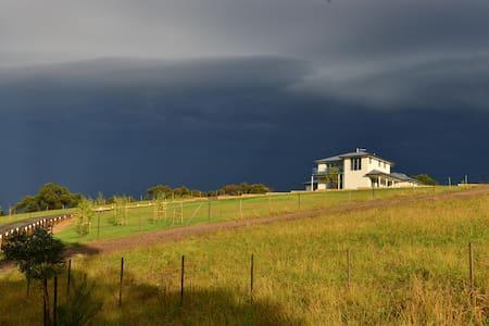 2 storey home with wonderful views - Beaconsfield Upper - Rumah