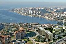 Just 5 minutes away from down town - Douro River - beach and of the most romantic spots in Porto.
