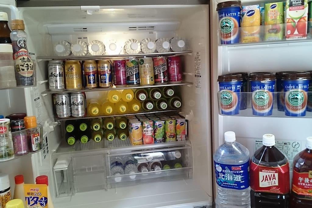Free drinks, water, juices, tea, beers, wines, no extra change