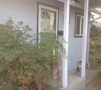 Charming Studio Cottage near U of O - Eugene - Guesthouse