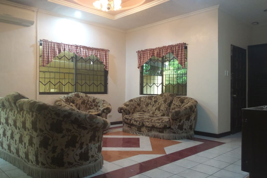 Spacious living room with air condition
