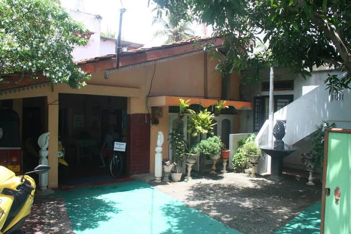 BERNIE'S INN (Family Room) - Negombo - Bed & Breakfast