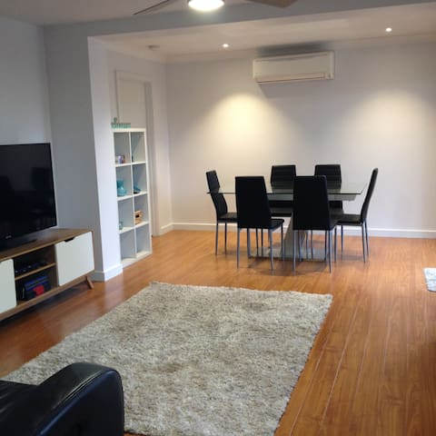 Across from Beach on the Esplanade - Mornington - Apartamento