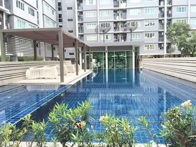 Free pick up ,Near Airport,PoolWiFI - Bangkok - Apartment