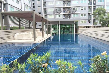 Free pick up ,Near Airport,PoolWiFI - Bangkok - Appartement