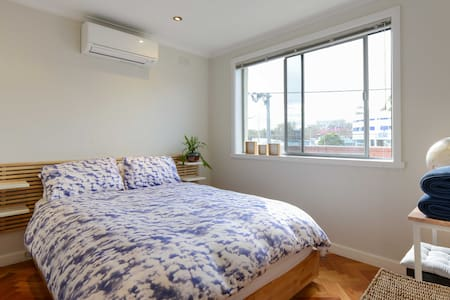 Light Filled Apartment - Fitzroy - Apartment