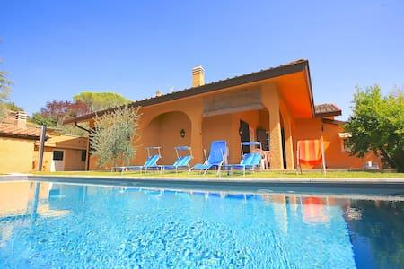 Villa Peruzzi with private pool - อาเรซโซ่