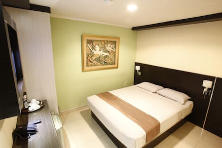 Our guest house in setiabudi offers comfortable accommodation with clean white linen and toiletries. We also have a 24 Hr reception and free wi-fi and parking is available for all the guests.