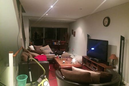 cosy home 7mins to parramatta city - North Parramatta - Byhus