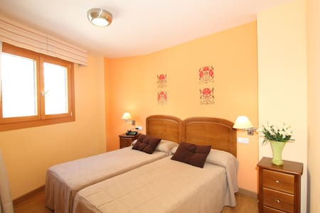Hostal Campo Real Bed&Breakfast - Campo Real - Bed & Breakfast