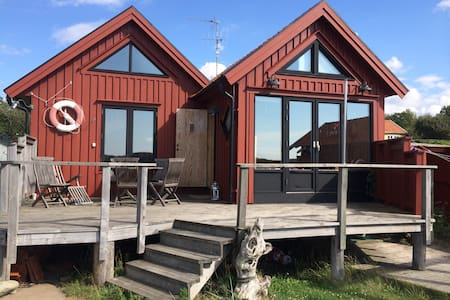 Wonderful, modern, seaside Cottage! - Fjällbacka - House