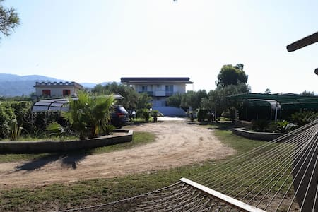 Independent apartments in a Villa - Marina di Davoli