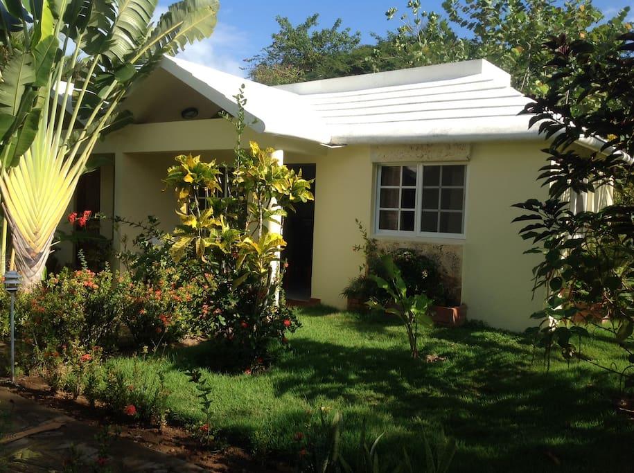 maison agr able avec clim de 40 m2 maisons louer las terrenas saman r publique dominicaine. Black Bedroom Furniture Sets. Home Design Ideas