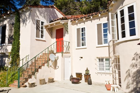 Completely Private Hollywood Hills Guest House - Los Angeles