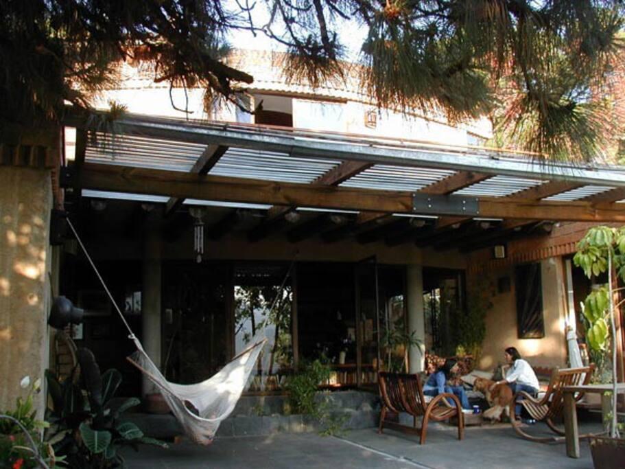 terraza abierta con comedor techado