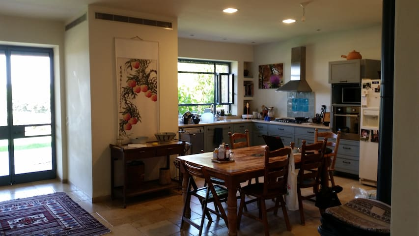 Home in lovely moshav Sharon area - Sde Warburg - Huis