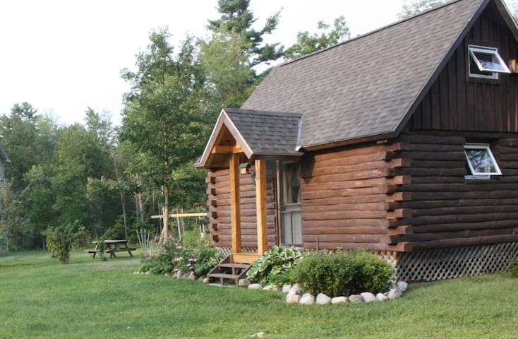 Log Cabin near Middlebury & Brandon - Leicester - Stuga