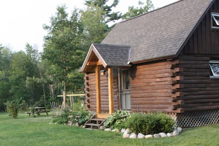 Log Cabin near Middlebury & Brandon - Leicester - กระท่อม