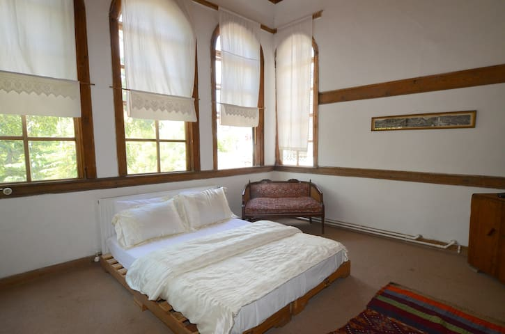 Large room in a historical building - AMASYA - Bed & Breakfast