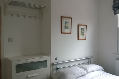 Bed n Breakfast in Twickenham for 2 - Twickenham