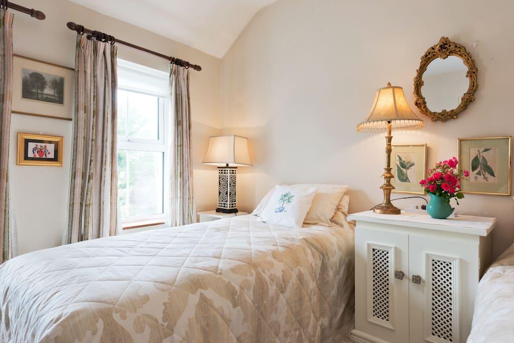 Bright large bedroom. Sleeps 4