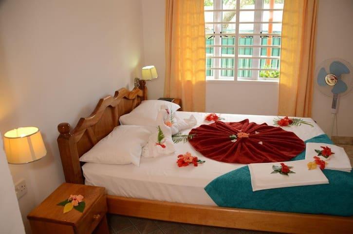 Palmont Comml. Centre 1 Bedroom Apt - Beau Vallon - Daire