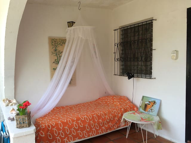 Lovely condo bungalow with garden, 150 m to beach - Holetown - Maison de ville