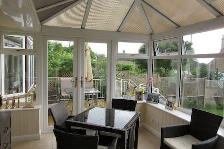 Cotswold cottage  in quiet area - Gloucestershire - Μπανγκαλόου