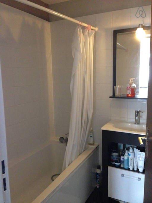 Salle de bain privée de la chambre