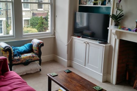 20min walk to Twickenham Stadium - Twickenham