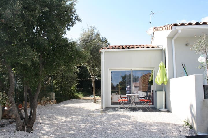 Chambre  entre Mer et Garrigue - Saint-Gély-du-Fesc - Bed & Breakfast