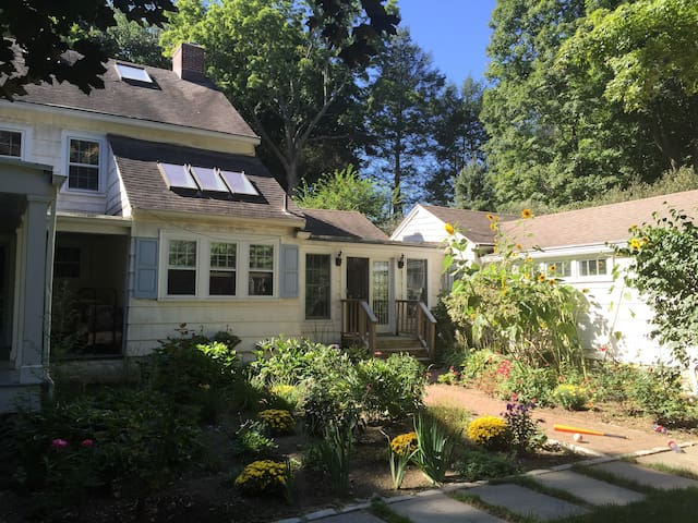 Updated Home, Manhattan access - Bedford Hills - Casa