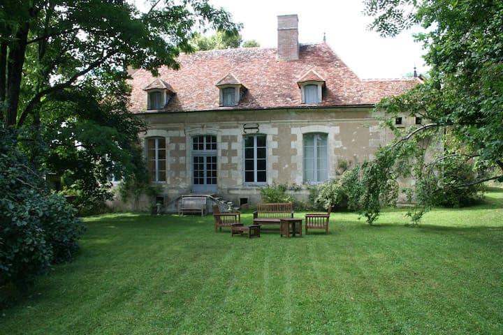 Grand jardin, idéal familles - Ouanne - House
