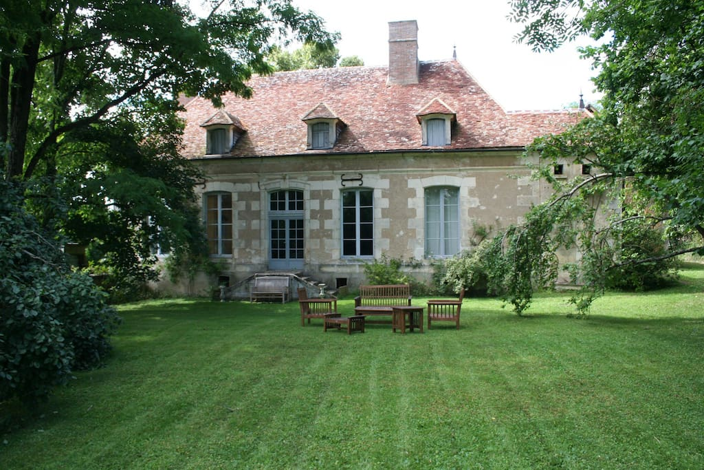 Grand jardin, idéal familles - Houses for Rent in Ouanne ...