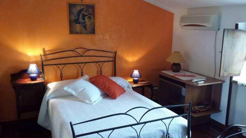 Villa Giuliana B&B - Orange Room