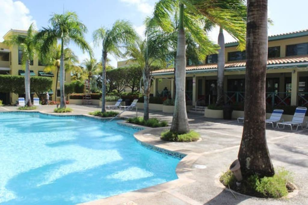 Clubhouse with air condition, free wifi and infinity pool.